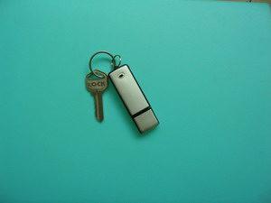 chiavetta-usb-con-microregistratore-digitale-incorporato